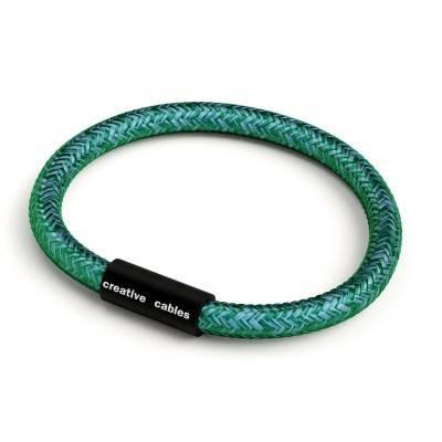 Bracelet avec fermoir magnétique noir mat et câble RM33 (effet soie tissu uni Émeraude)