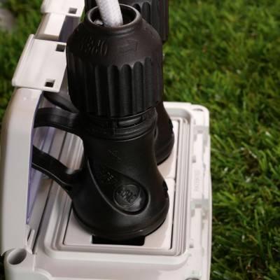 Zwarte Schuko-stekker met 16A 250V IP44 ring voor EIVA-systeem