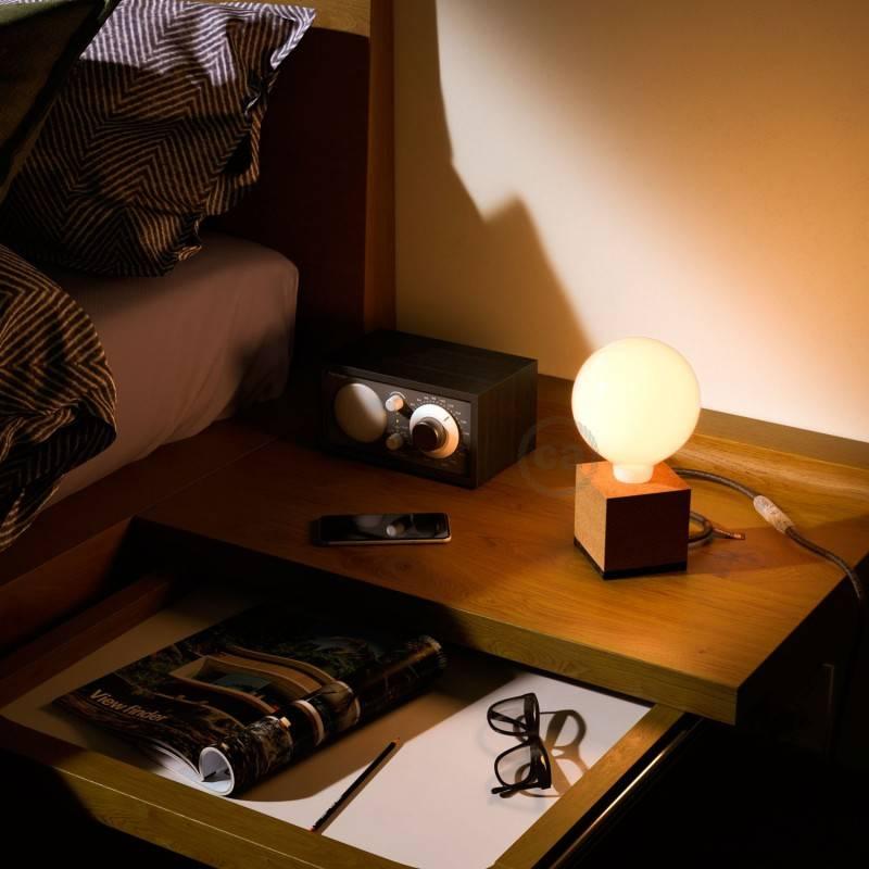 MoCo Posaluce, een kubus van natuurkurk, inclusief lichtbron, textielkabel, schakelaar en 2-polige stekker
