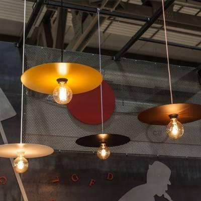 Suspension fabriquée en Italie avec câble textile, abat-jour oversize et douille moleté