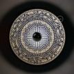 Fermaluce OVNI Ethnique avec abat-jour en bois double face illustré par divers artistes