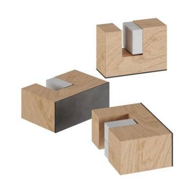 Kit met houten voetjes, steun voor tafellamp