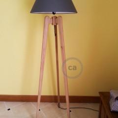 Raoul Lima: lampe trépied en chêne