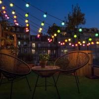 Les guirlandes d'été pour illuminer une terrasse avec style