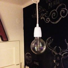 Un luminaire simple pour l'entrée de la maison